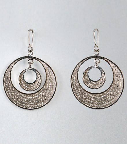 Boucles d'oreilles en argent finement ciselées de formes arrondies