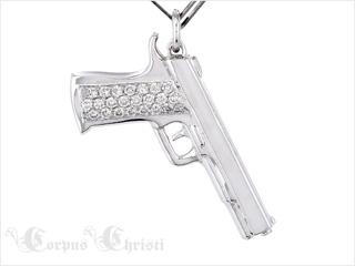 Pendentif en or et diamant créé par Corpus Christi