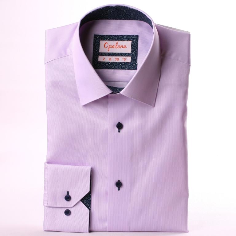 Chemise mauve, col et poignets à motifs blancs sur fond bleu marine