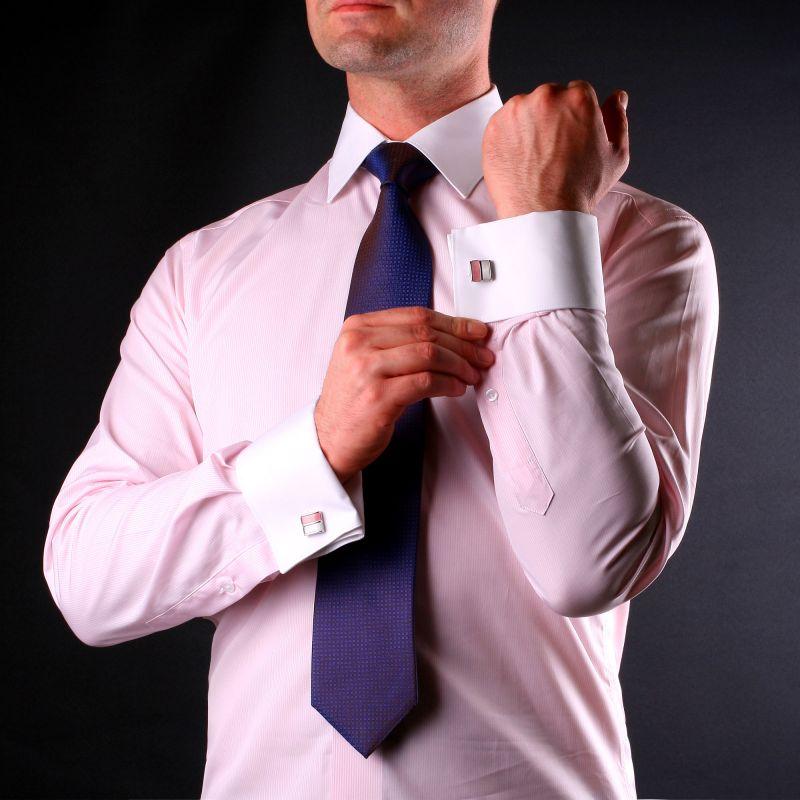 Chemise à fines rayures roses et blanches, col et poignets blancs