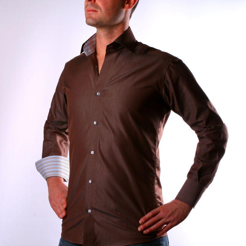 Chemise marron à col et poignets rayés bleu et marron