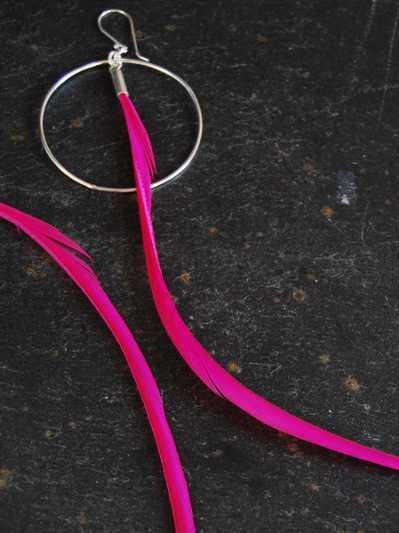 """Boucles d'oreilles """"Plume"""" sabre, couleur fuchsia"""