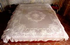 Somptueux dessus de lit brodé à la Cornely sur