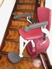 Chaise monte-escalier sur rail courbe