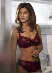 Lingerie: ensemble Triumph Luxury desire 100D (couleur bordeaux)