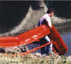 Barriere flottante pour plan d'eau