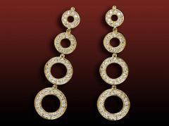 Boucles d'oreilles pavées Geria en or jaune serties de diamants ronds pour 0,90 carats