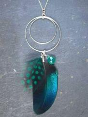 """Collier """"Plume"""" saphir anneaux argent, couleur verte"""