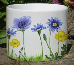 Jolie tasse ou pot en fine porcelaine