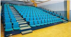 Tribune télescopique avec fauteuils
