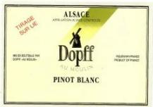Vin pinot blanc tire sur lies