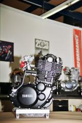 Gros moteur sur base XT500....